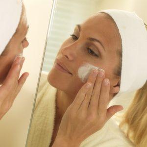 contrôler l'acné exfoliant doux
