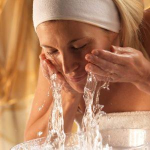 contrôler l'acné routine matinale